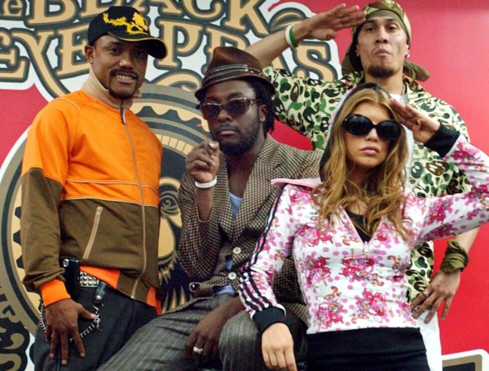 FIKK FLY: Resten av Black Eyed Peas fløy som planlagt til London, men ble en time forsinket da Fergies bagasje måtte lastes av igjen. Foto: AP/Scanpix
