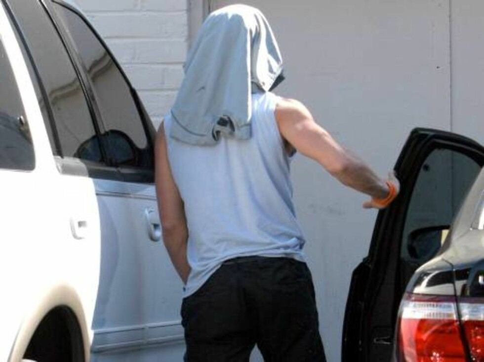 Soon divorced and expressing his anger Ryan Phillippe throws his burger at photog after stopping at Burger King restaurant in Santa Monica March 13, 2007 X17online EXCLUSIVE Foto: All Over Press