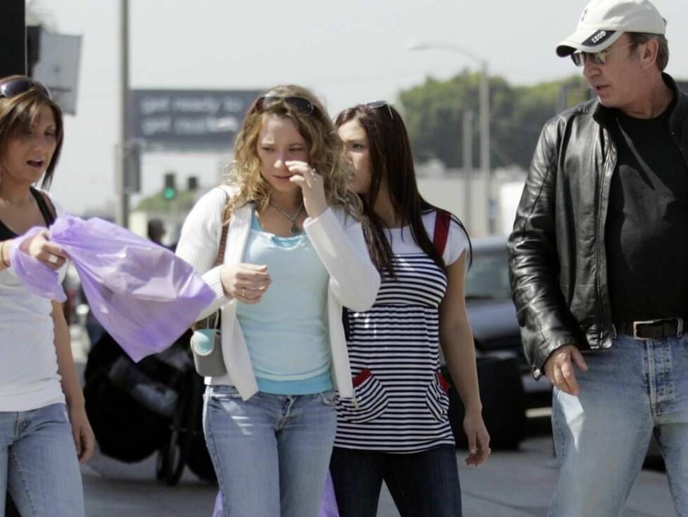 GLAD GJENG: Kanskje ikke så rart at disse unge jentene smilte fra øre til øre... Pappa spanderte jo! Foto: All Over Press
