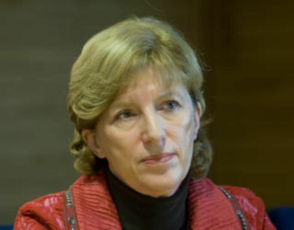 LATTERMILD: UDI-direktør Ida Børresen regner med at folk forstår at det ikke var hun som la ut sexmeldingen på nettstedet Twitter. Foto: Scanpix