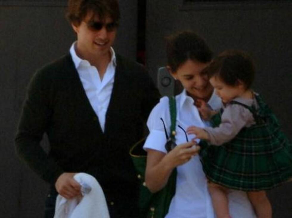 GRØNN OG SKJØNN: Suri sjarmerte alle i sin knallgrønne St. Patricks kjole. Foto: All Over