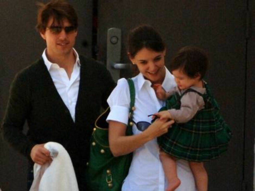 Tom Cruise and Katie Holmes get daughter Suri in the St Patricks Day Spirit by having her dressed in a cute little green Irish Tartan Dress as they leave the gym at Beverly Hills High School in Beverly Hills, Ca  after watching son Conner's Basketball gam Foto: All Over Press