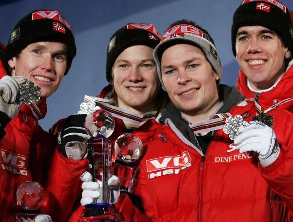 SUKSESS: Roar og de andre hoppgutta tok lag-sølv under Sapporo-VM. Foto: SCANPIX