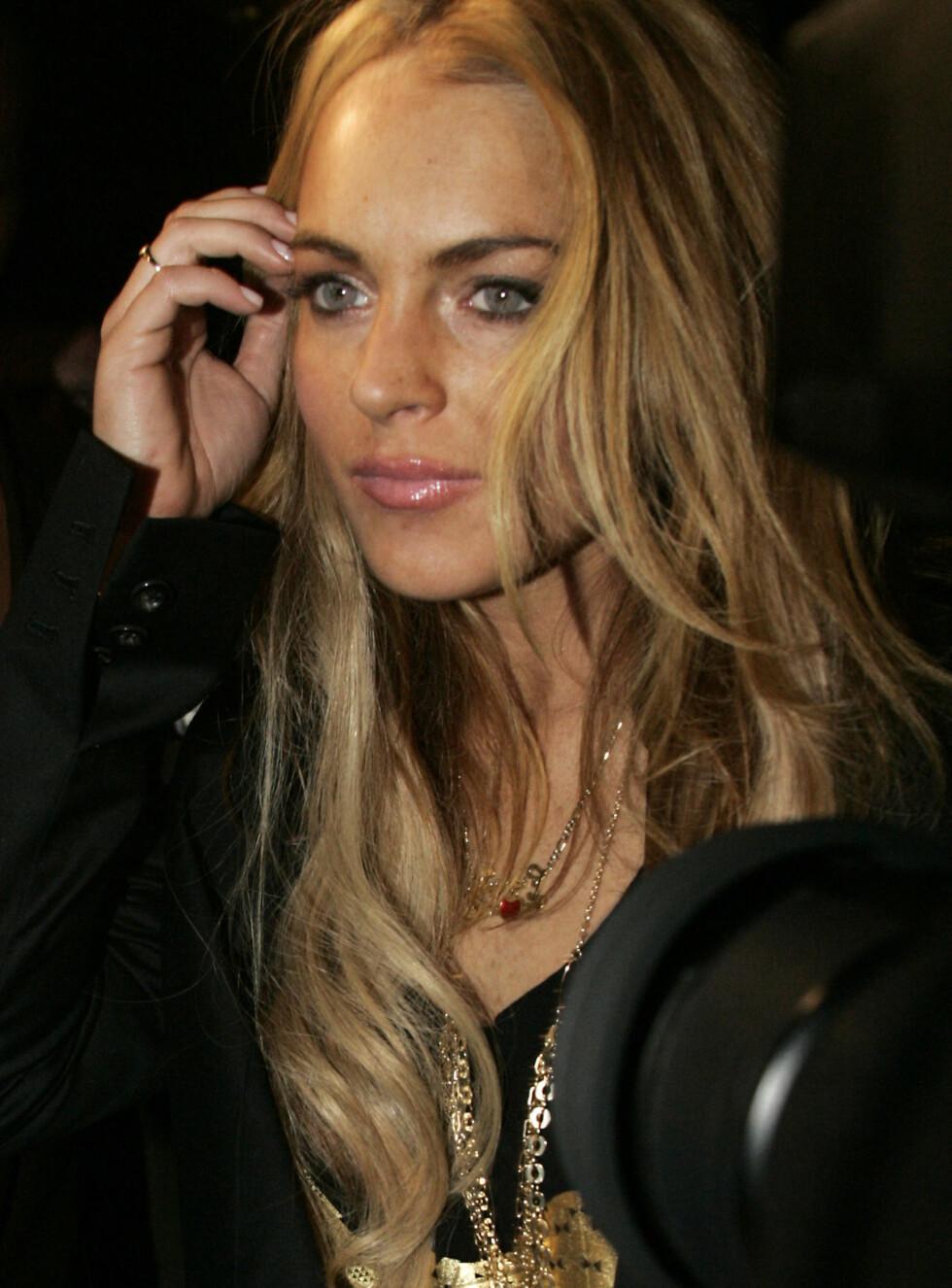 EDRU? Lindsay ser bedre ut enn på lenge med nytt påsatt englehår. Men det spørs om dame-magneten Jude Law er lurt parti for en tørrlagt alkoholiker. Foto: STELLA PICTURES