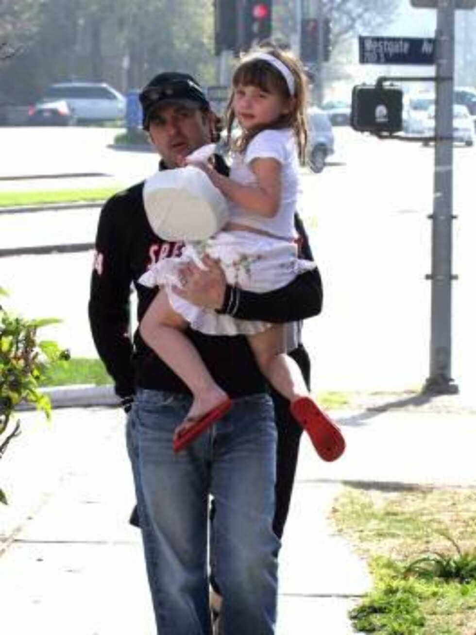 Patrick Dempsey with daughter Tallulah in Brentwood March 10, 2007 X17online exclusive Foto: All Over Press
