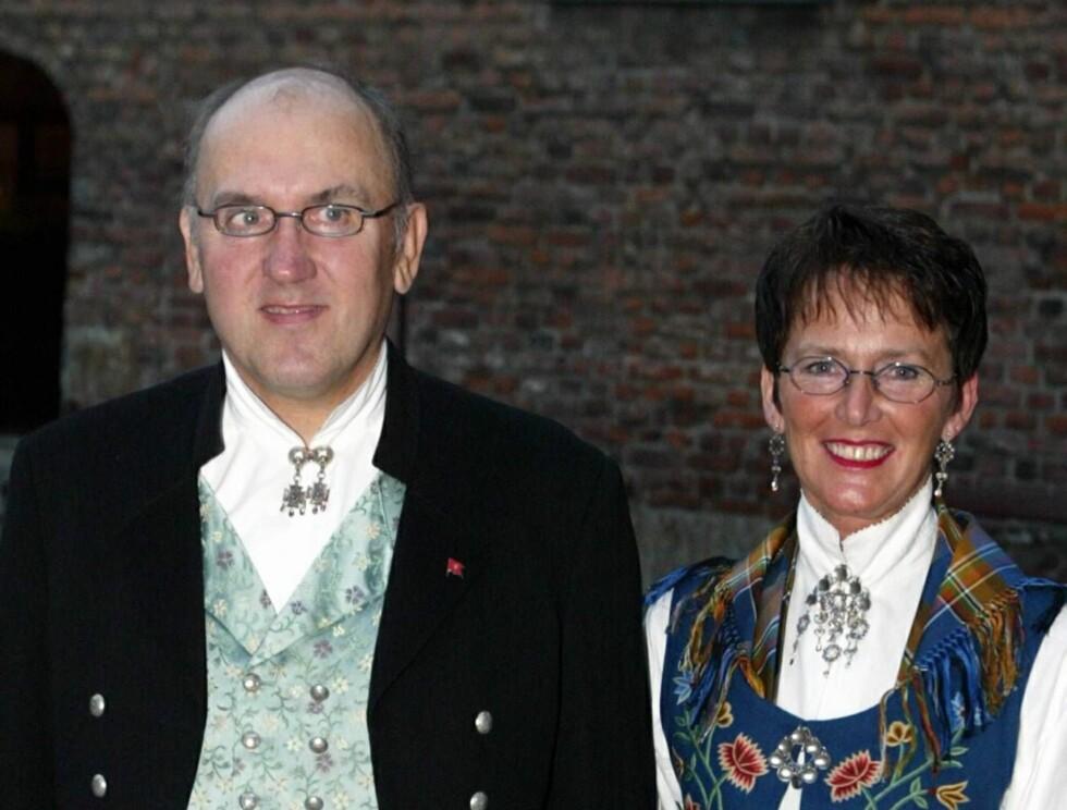SKILLER LAG: Lykken tok slutt for Steinar Bastesen og kona Erin. Her er de under regjeringsmiddag på Akershus festning i 2002. Foto: SCANPIX