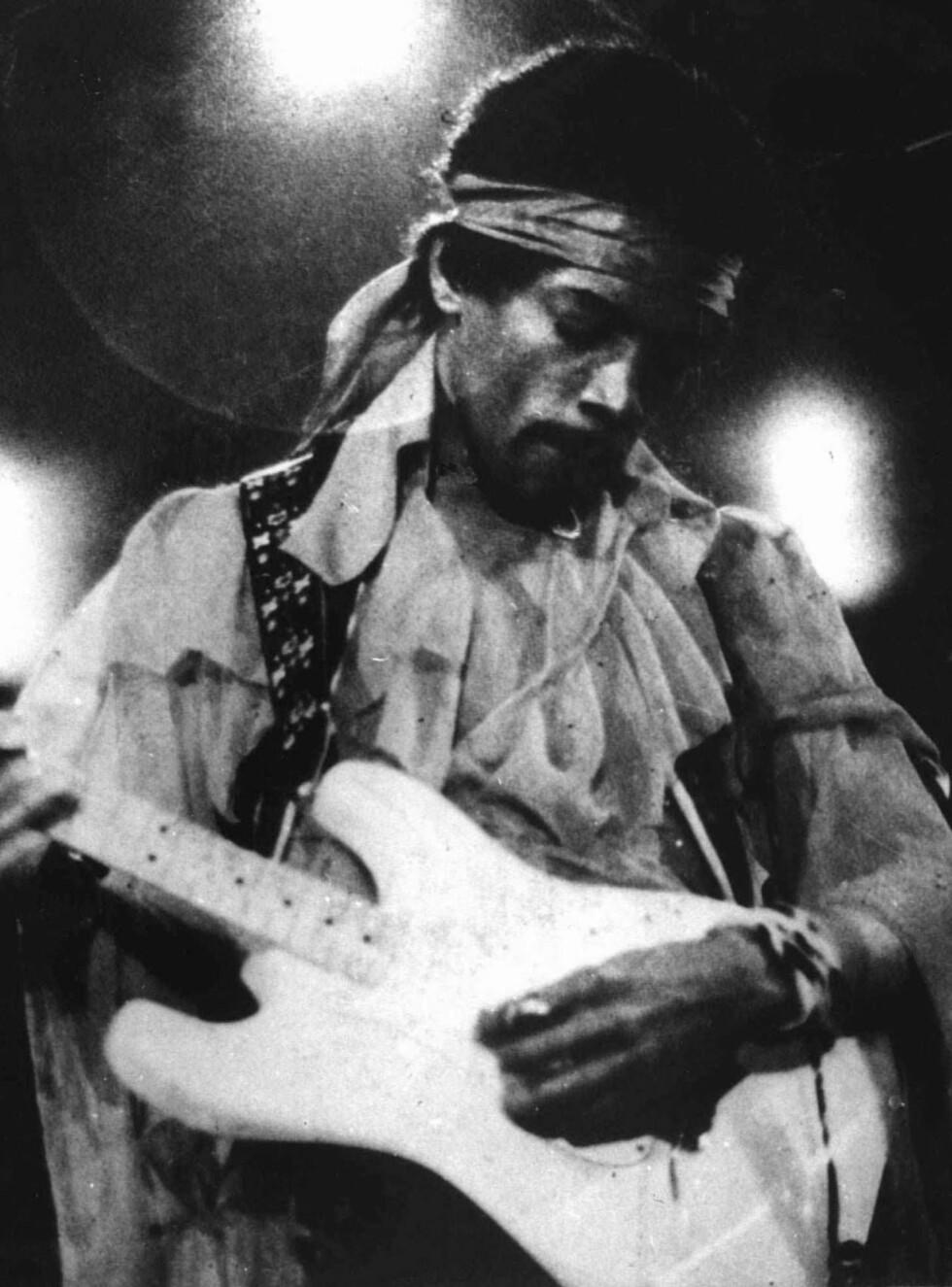 VANT: Jimi Hendrix er fremdeles et enormt forbilde for mange gitarister verden over. Han døde i 1970, trolig av en overdose sovetabletter. Foto: AP/Scanpix