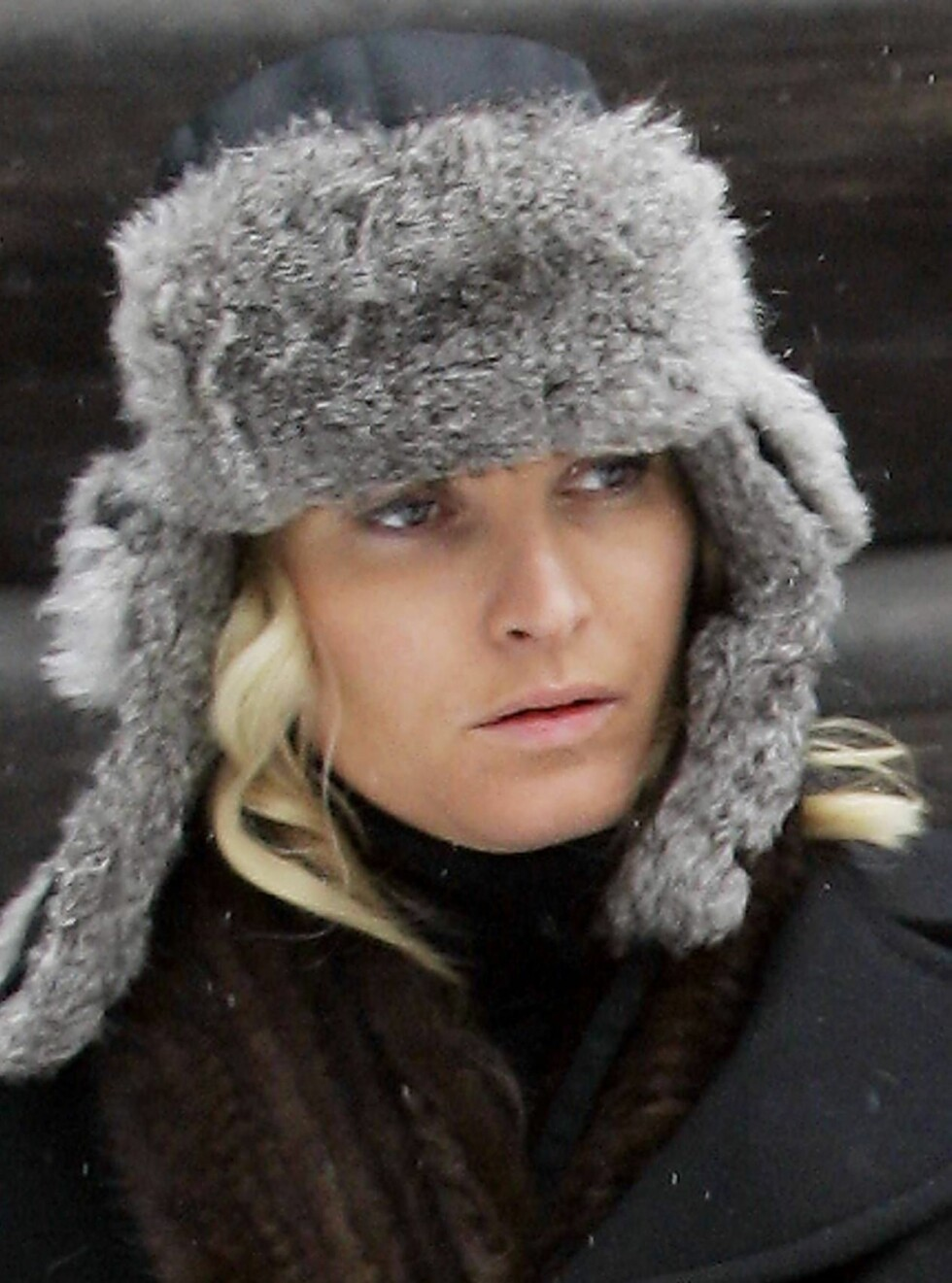 SØRGER: Mette-Marit dro i går til Søgne for å sørge sammen med familien. Foto: SCANPIX