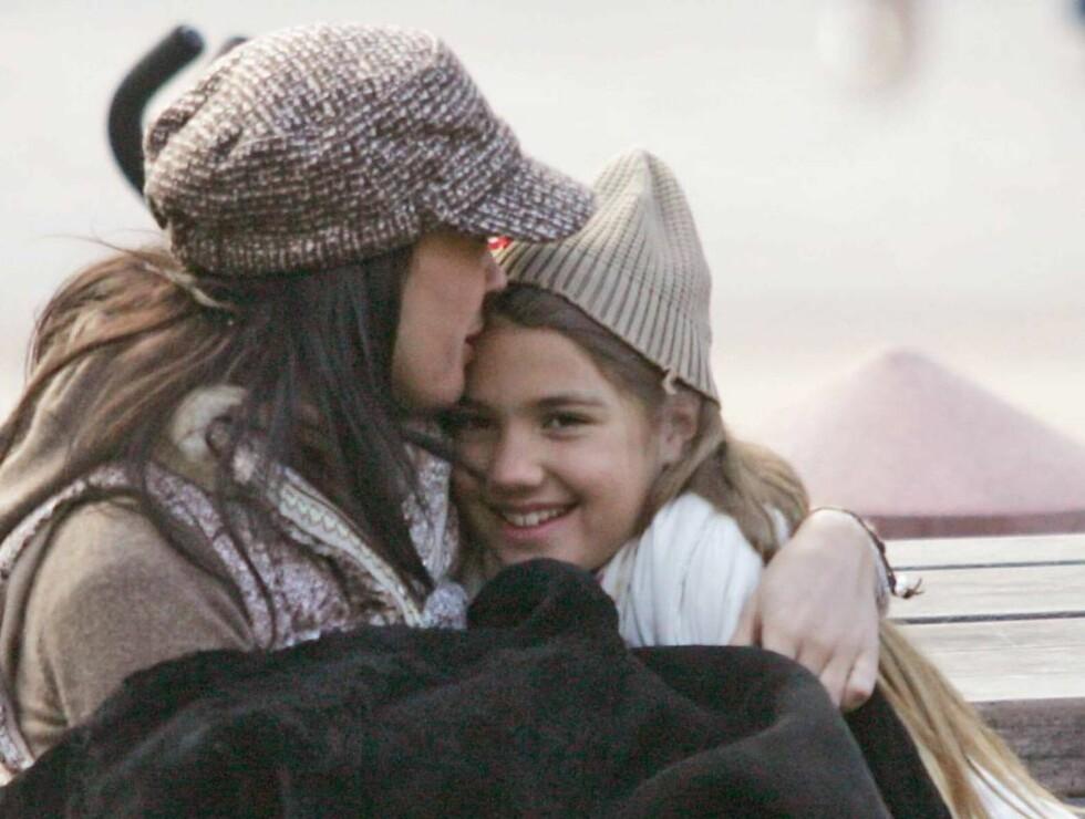 MAMMAKOS: Teri Hatcher og datteren Emerson trives i hverandres selskap... Foto: All Over Press
