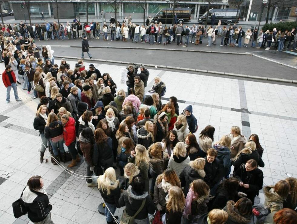 """KØ: Hvert år prøver tusenvis seg på """"Idol""""-audition. Blir du den som går av med seieren? Foto: TV 2"""