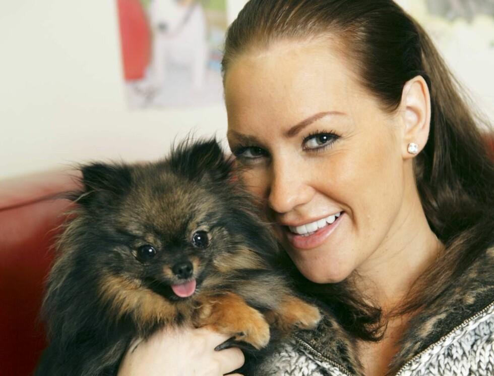 KOS: Helene Rask og Chanel storkoste seg i hundebarnehagen... Foto: Se og Hør