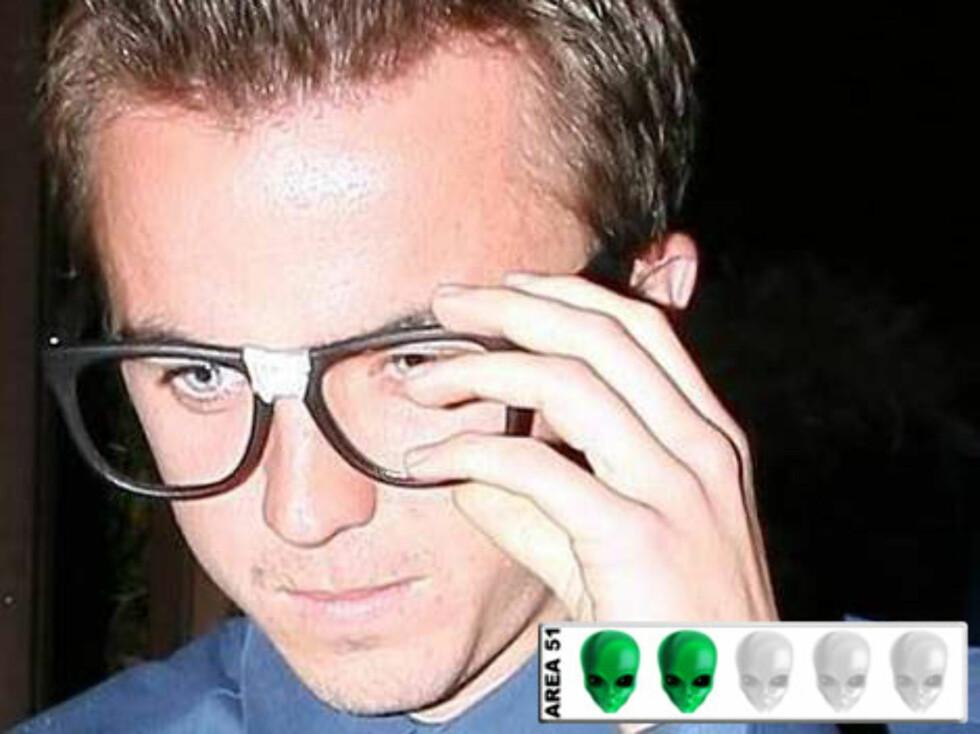ROMVESEN?: Lille Frankie Muniz får jentene til å dåne, spesielt med disse laserbrillene kjøpt på Saturn Samvirkelag.