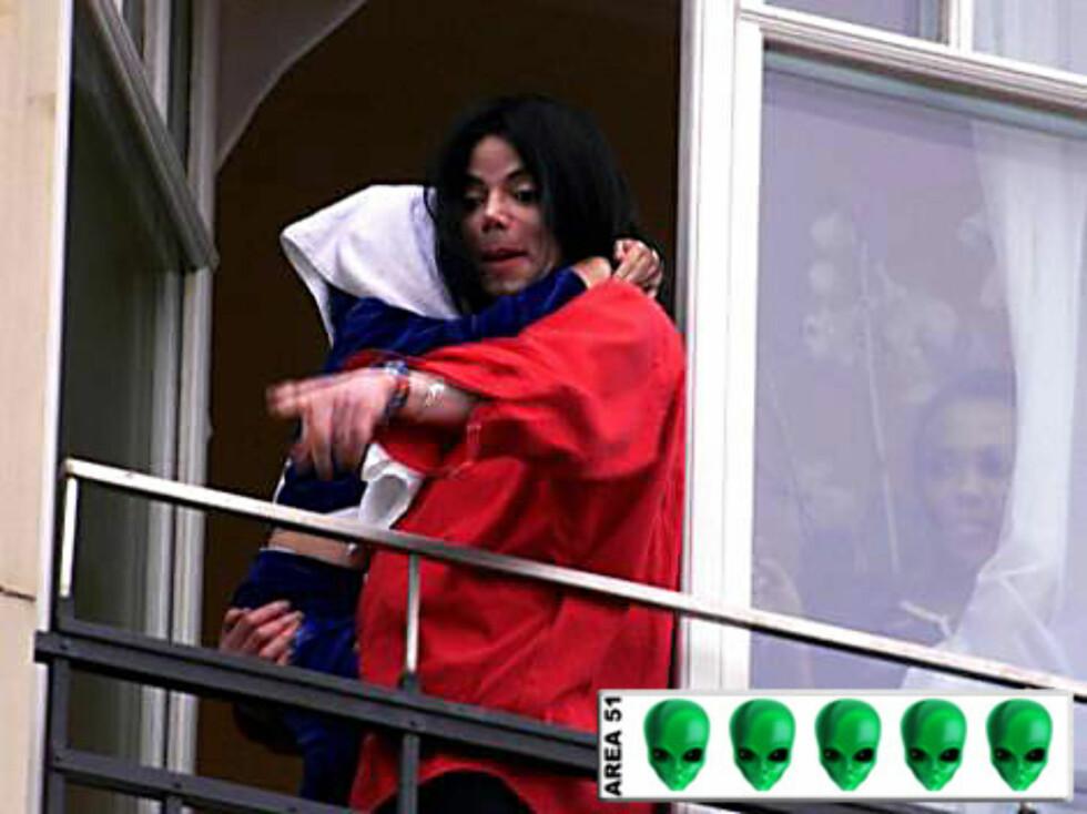 ROMVESEN?: Man kan si hva man vil om Michael Jacksons musikk, men han får full uttelling på romvesen-skalaen i hvert fall.