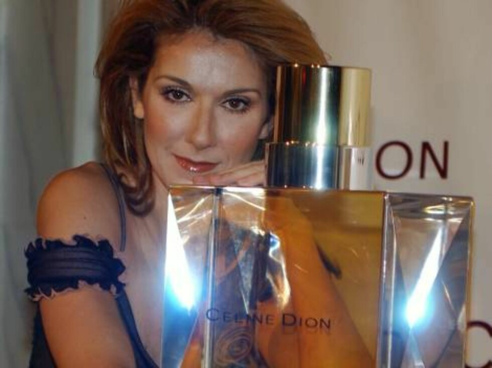 """LAS VEGAS - JANUARY 31:  Singer Celine Dion appears January 31, 2003 at Caesars Palace in Las Vegas, NV to unveil her new line of perfume """"Celine Dion Parfums.""""  (Photo by Scott Harrison/Getty Images)  / ALL OVER PRESS Foto: All Over Press"""