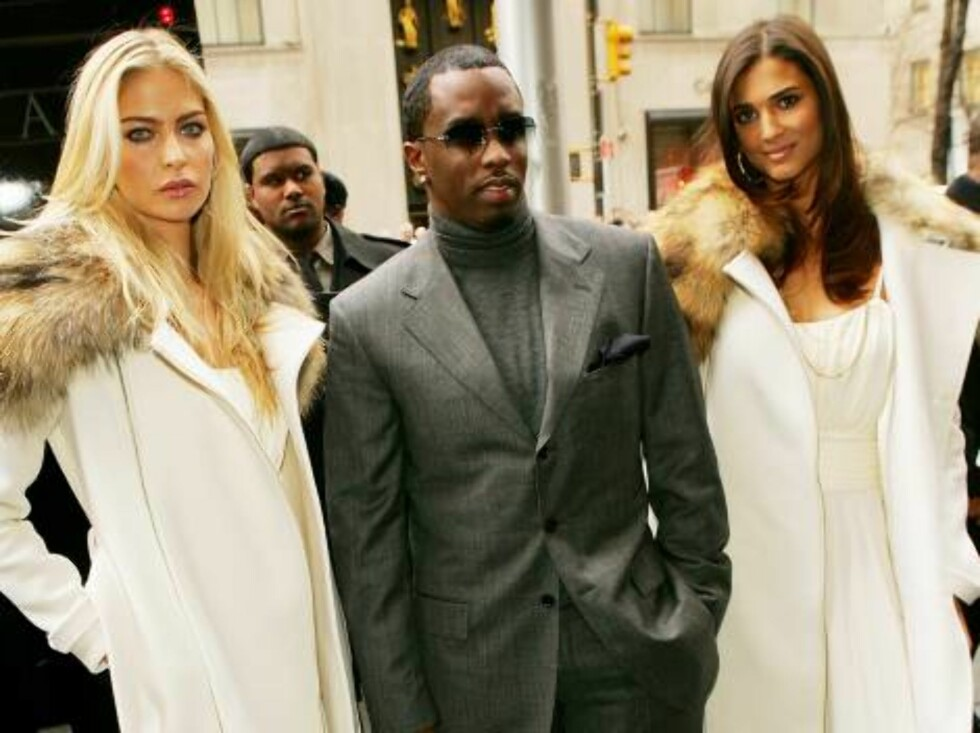 """NEW YORK - DECEMBER 01:  Hip-Hop entrepreneur Sean 'Diddy' Combs and the Unforgivable Girls arrive at Saks Fifth Avenue to hand deliver the first limited edition couture bottle of the new """"Unforgivable"""" fragrance December 01, 2005 in New York City.  (Phot Foto: All Over Press"""