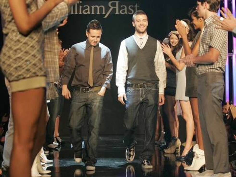 Fashion Designer Trace Ayala, left, and Singer Justin Timberlake, right, come down the catwalk at the end of the fashion show debuting their new clothing line called William Rast at the Social Hollywood nightclub in Los Angeles, Calif., on Tuesday, Octobe Foto: AP/Scanpix