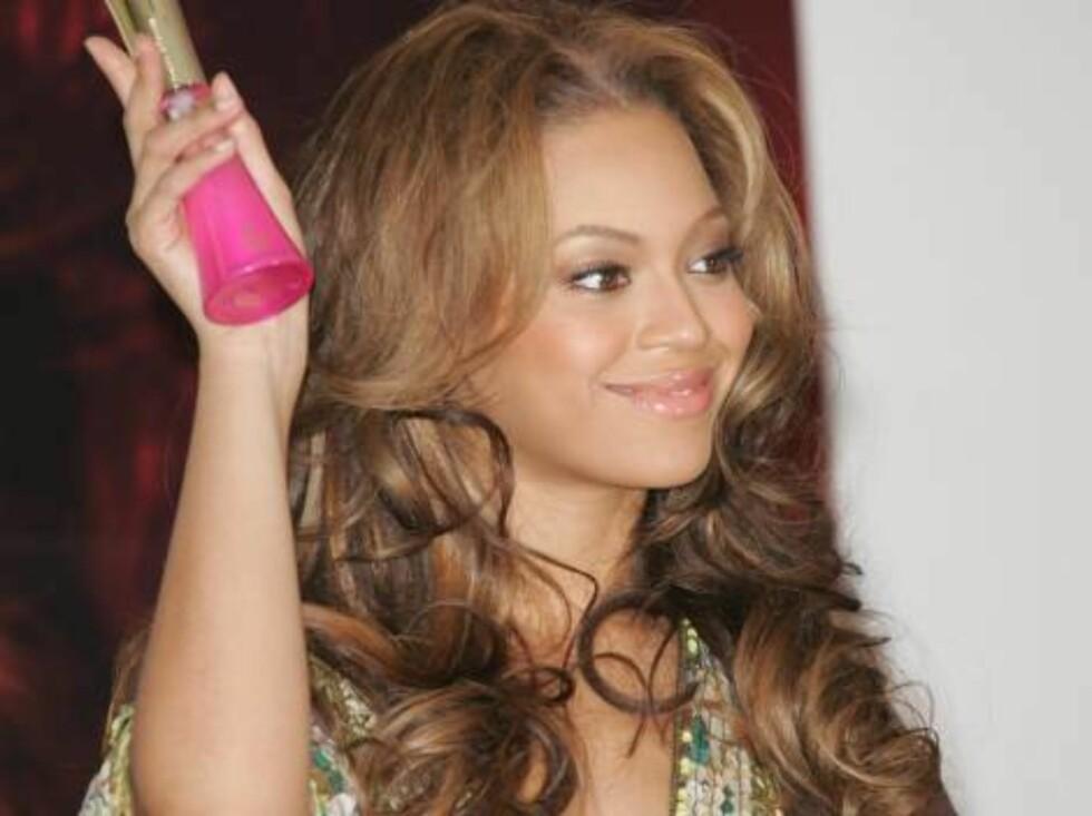 Lakeside 20051211  Beyonce Promotes True Star Gold Perfume  Lakeside Plaza Mall  Photo: Jill Johnson/jpistudios.com  Code:4036 COPYRIGHT STELLA PICTUYRES Foto: Stella Pictures
