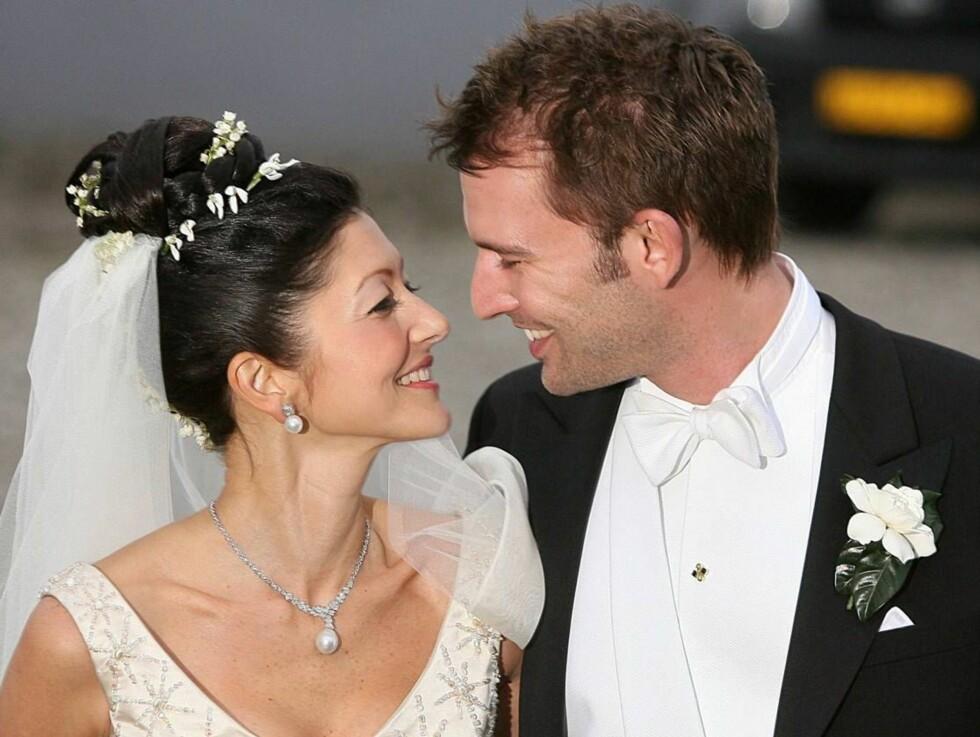 GODT GIFT: Det ble en hektisk dag før bryllupet for brudeparet, men til slutt fikk Martin sin vakre prinsesse. Foto: Stella Pictures
