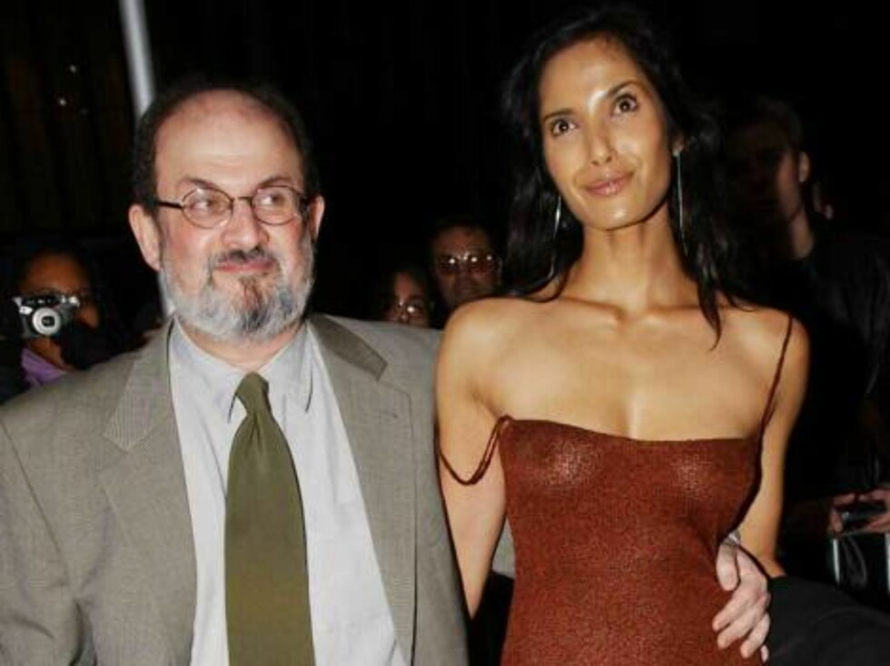 398627 08:  (ITALY OUT)  Author Salman Rushdie and model girlfriend Padma Lakshmi arrive at the Ziegfield Theatre for the premiere of 'The Lord of the Rings' December 13, 2001 in New York City.  (Photo by Arnaldo Magnani/Getty Images) /ALL OVER PRESS Foto: All Over Press