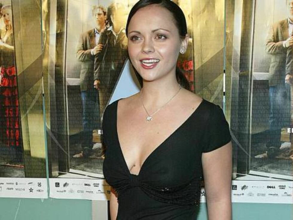 """HOLLYWOOD - NOVEMBER 16:  Actress Christina Ricci attends the film premiere of """"Monster"""" at the Cinerama Dome Theatre during the AFI film festival's closing night screening November 16, 2003 in Hollywood, California.  (Photo by Frederick M. Brown/Getty Im Foto: All Over Press"""