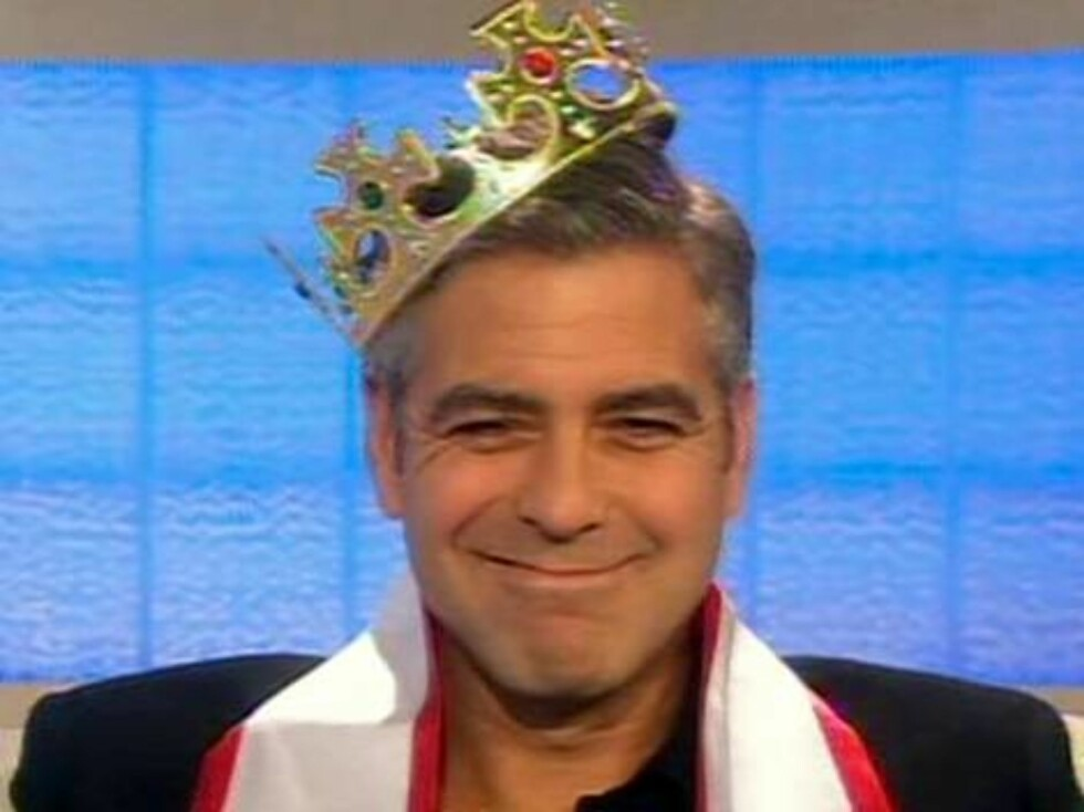 George Clooney was crowned the world's sexiest man as he appeared on American TV.  Clooney put on a sash and crown to honour his selection as the best looking man on the planet by People magazine.  The Hollywood star laughed and joked about the prize as h Foto: All Over Press