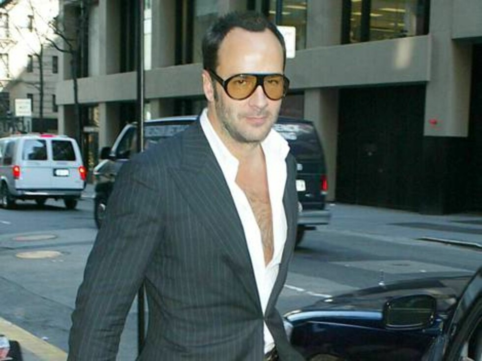 Estee Lauder has announced a creative collaboration with designer Tom Ford.  The press conference was held at the Four Seasons where John Dempsey, Tom Ford, and Aerin Lauder spoke to media. Here is Ford leaving the hotel  NY POST OUT / NY DAILY NEWS Foto: All Over Press