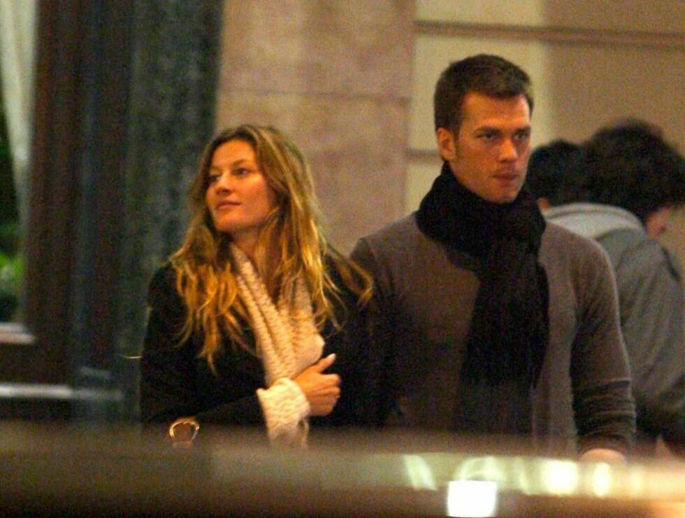 SAMMEN: Gisele og Tom er stormforelsket. For tiden er de på en romantisk tur i Europa. Her går de sammen hånd i hånd i Versailles. Foto: All Over Press