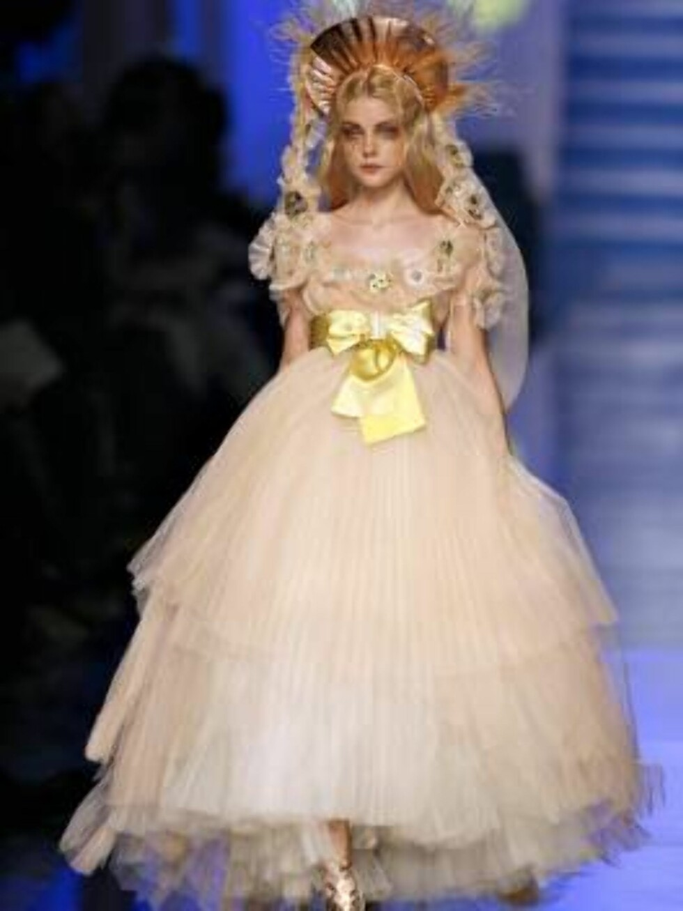 A model displays a creation by French fashion designer Jean-Paul Gaultier for his Haute-Couture Spring-Summer 2007 collection presentation in Paris, France, on January 24, 2007.   Photo by Khayat-Nebinger-Orban-Taamallah/ABACAPRESS  Code: 4001/114324  COP Foto: Stella Pictures