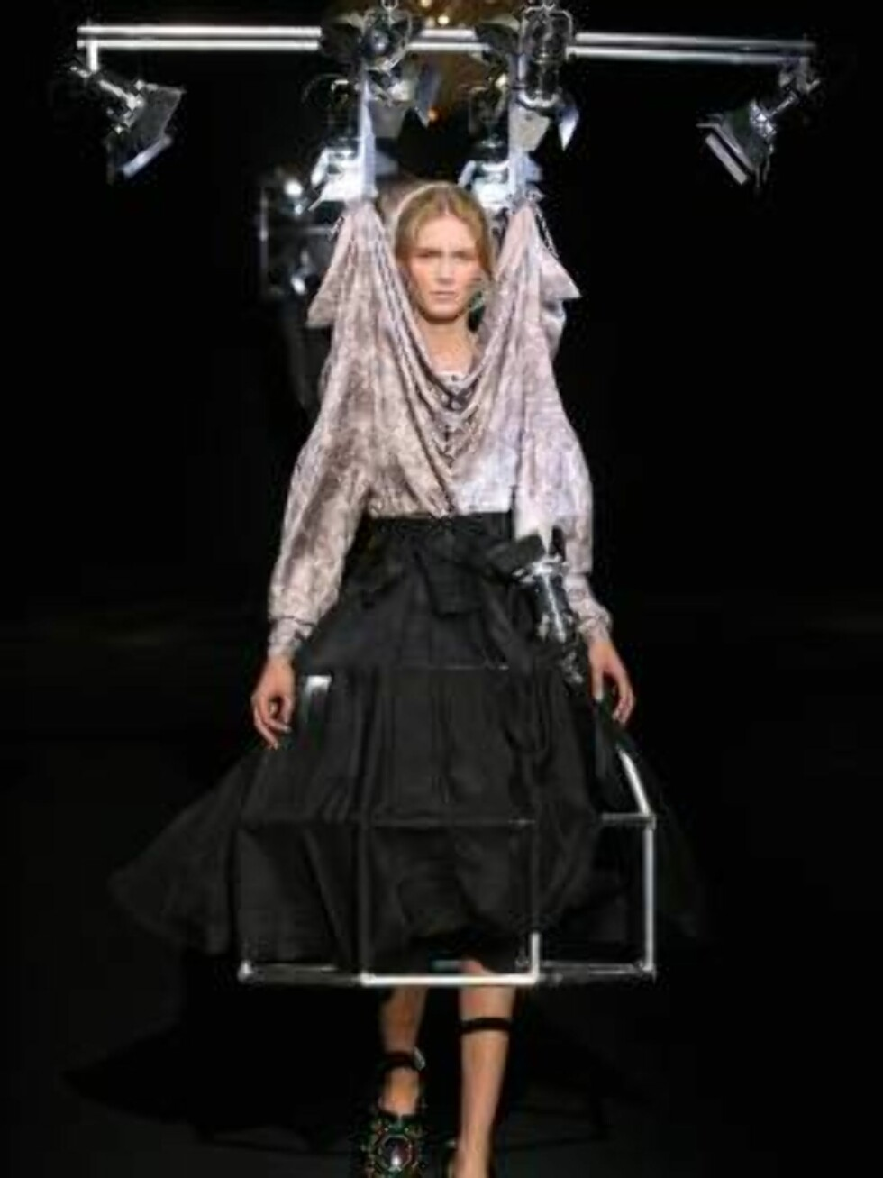 A model displays an outfit designed by Dutch stylists Viktor & Rolf for their Fall-Winter 2007-2008 Ready-to-Wear collection presentation at the Carreau du Temple, in Paris, France, on February 26, 2007  Photo by Guignebourg-Nebinger-Taamallah/ABACAPRESS  Foto: Stella Pictures