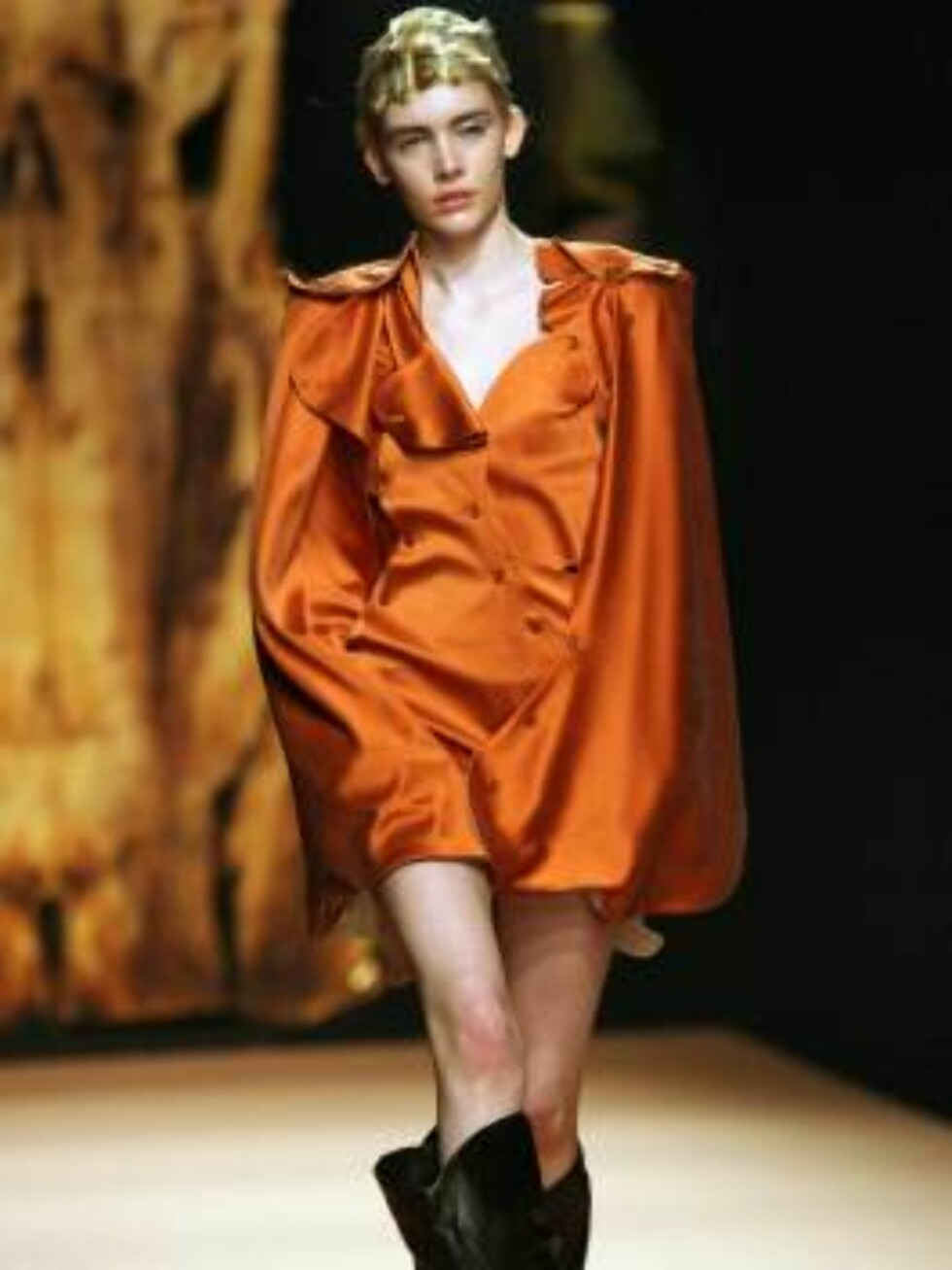A model displays a creation by British fashion designer Vivienne Westwood during her Fall-Winter 2007-2008 Ready-To-Wear collection show held at the Carrousel du Louvre in Paris, France on February 27, 2007. Photo by Guignebourg-Nebinger-Taamallah/ABACAPR Foto: Stella Pictures
