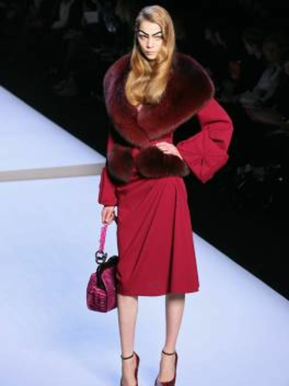 Models display creations by British fashion designer John Galliano for the house Christian Dior during his Fall-Winter 2007-2008 Ready-to-Wear collection show held at the Jardins des Tuileries in Paris, France on February 27, 2007.   Photo by Guignebourg- Foto: Stella Pictures
