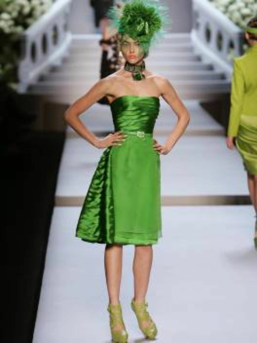 A model displays a creation by British fashion designer John Galliano for the house Christian Dior during his Fall-Winter 2007-2008 Ready-to-Wear collection show held at the Jardins des Tuileries in Paris, France on February 27, 2007.   Photo by Java/ABAC Foto: Stella Pictures