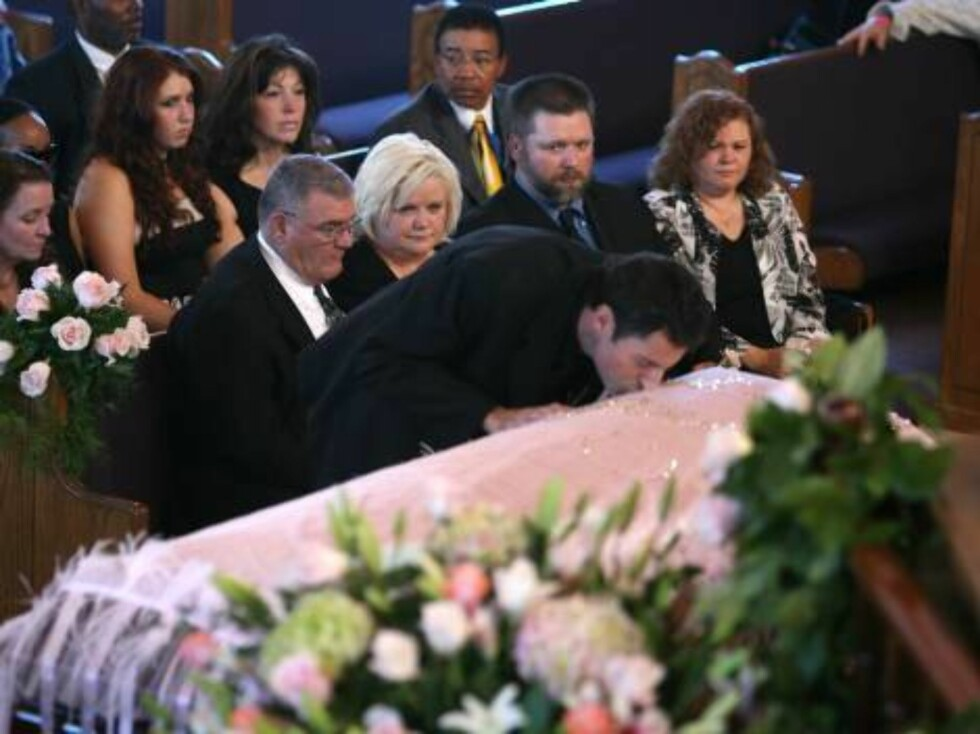 Virgie Arthur mother looks on as Howard K Stern kisses the coffin of her daughter Anna Nicole Smith after giving his speech during the funeral service. The service took place at the Mount Horeb Baptist Church in Nassau in the Bahamas.  Pictures by Spla Foto: All Over Press