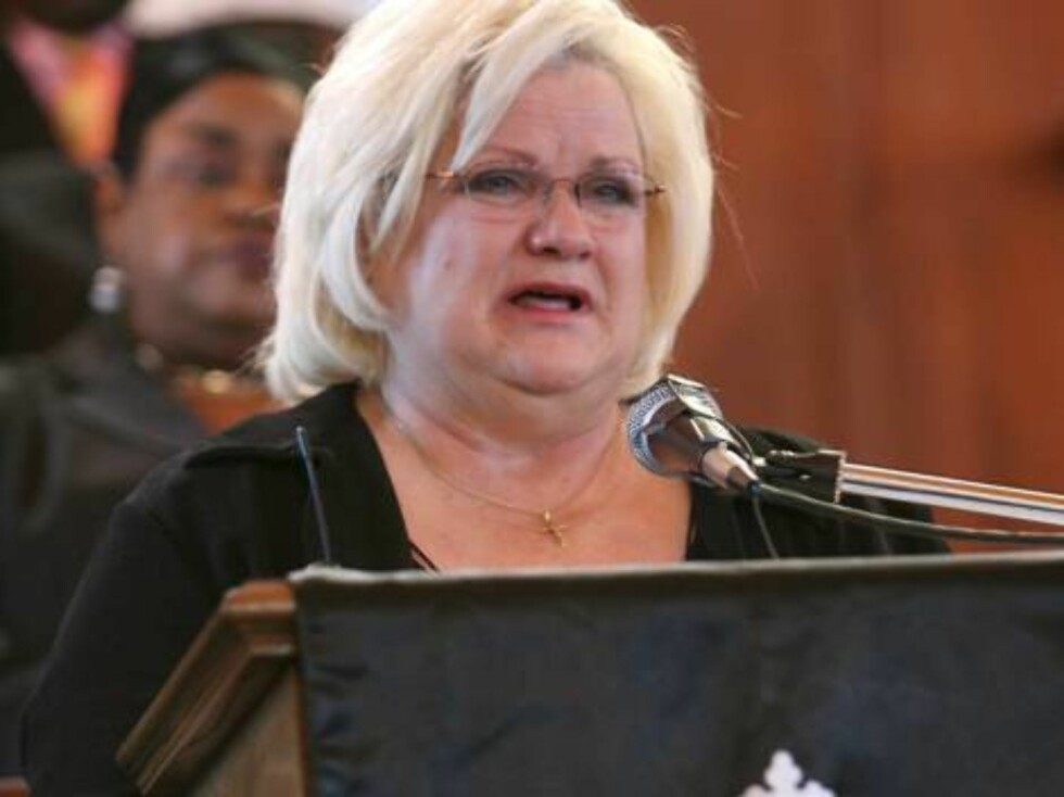 A funeral service was held for Anna Nicole Smith at the Mount Horeb Baptist Church in Nassau, Bahamas. In attendance were mourners including Virgie Arthur, Larry Birkhead, Howard K. Stern and Slash. Proceeds from the sale of these pictures will go to the Foto: All Over Press