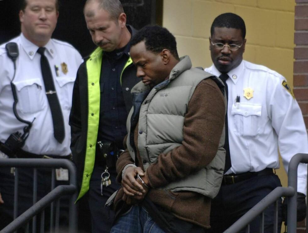 TATT: Det var en flau Bobby Brown som mandag ble arrestert på datterens skole i Massachusetts. Foto: AP/Scanpix
