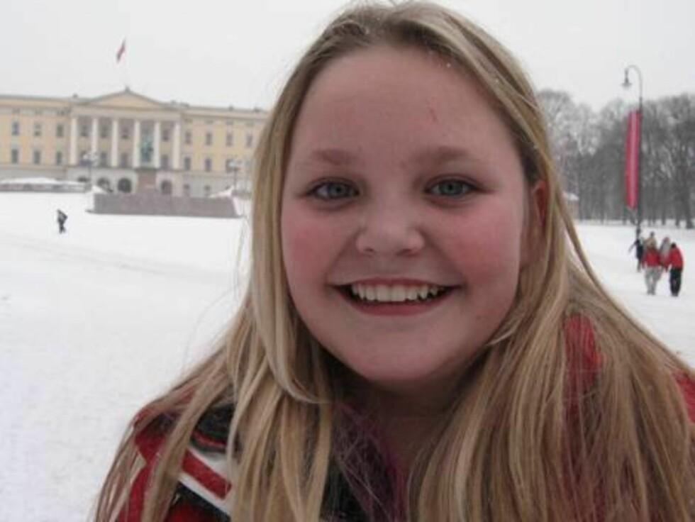 ORIGINALT: Kasandra Brekke (12) ville gitt ham en plastkrone! - Det har nok ikke fra før av, sier hun til Seher.no Foto: Seher.no, Sølvi Jeppesen Raast
