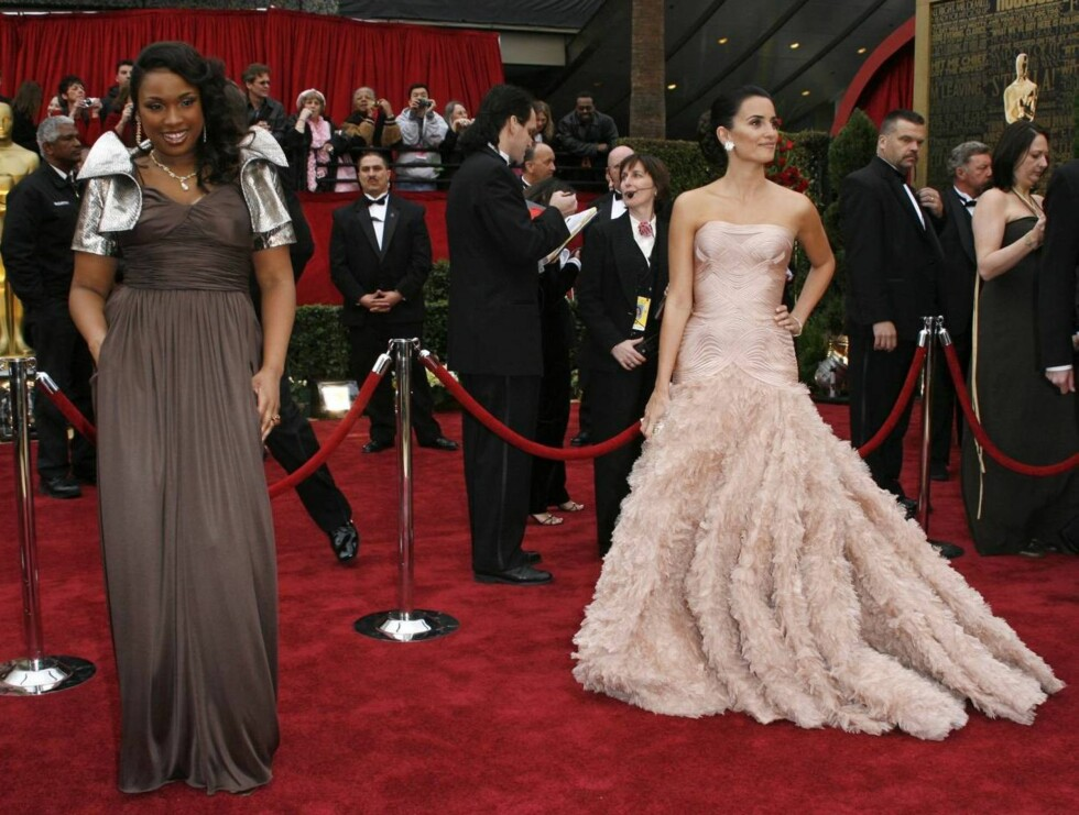 DUELL: Var det nattens Oscar-vinner Jennifer Hudson, eller kanskje Oscar-nominerte Penelope Cruz, som bar prisutdelingens flotteste finstas? Foto: AP/Scanpix