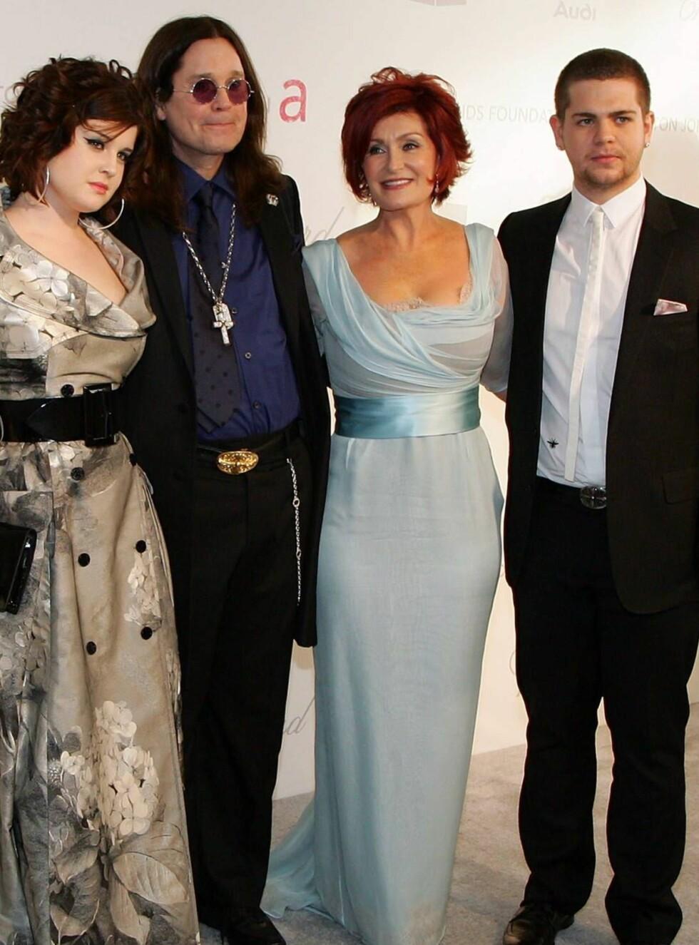 FANTASTISKE?: Osbourne-familien får skryt for sin behandling av fetteren... Foto: All Over Press