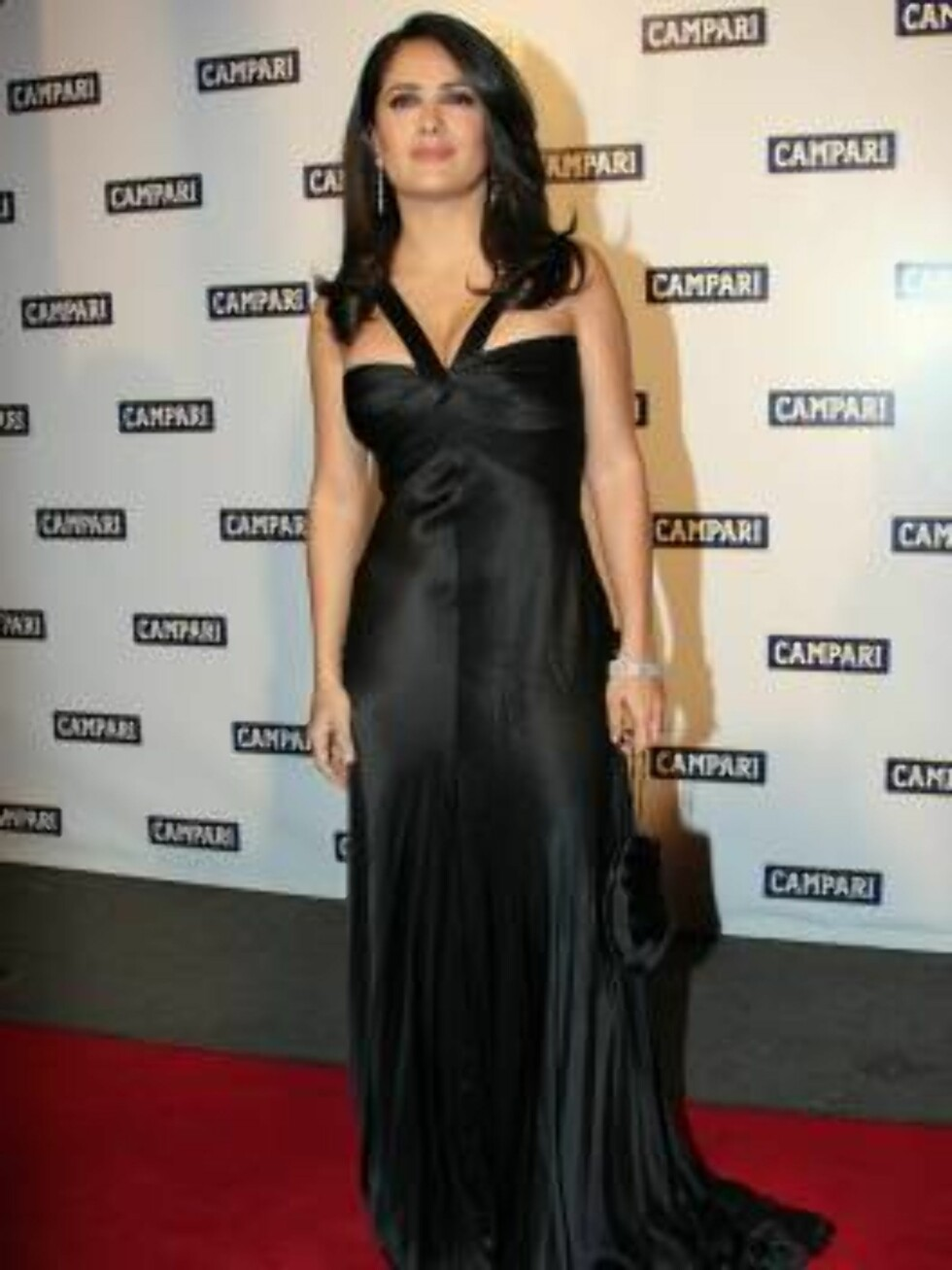 MILAN, ITALY - NOVEMBER 23:  Actress Salma Hayek arrives at Hotel Campari calendar release event November 23, 2006 in Milan, Italy.  (Photo by Giuseppe Cacace/Getty Images) 72627040GC002_HotelCampari *** Local Caption *** Salma Hayek  * SPECIAL INSTRUCTI Foto: All Over Press