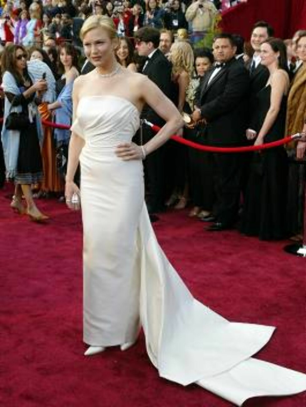 """HOLLYWOOD, CA - FEBRUARY 29:  Actress Renee Zellweger, nominated for Best Actress in a Supporting Role for """"Cold Mountain"""" attends the 76th Annual Academy Awards at the Kodak Theater on February 29, 2004 in Hollywood, California.  (Photo by Carlo Allegri/ Foto: All Over Press"""