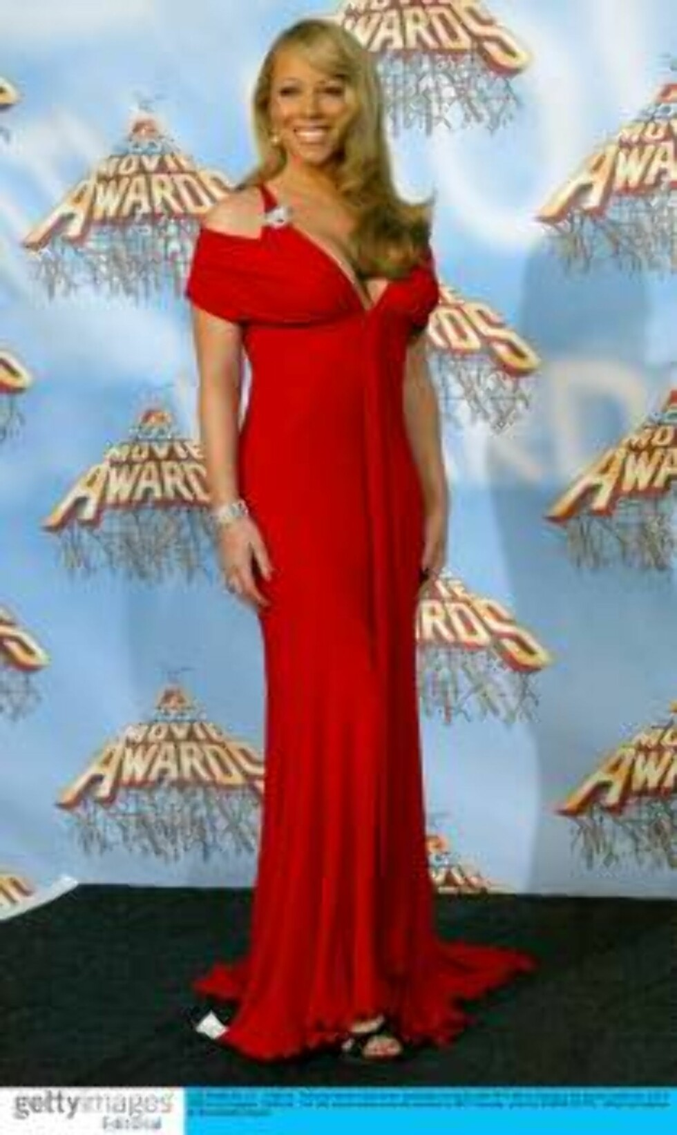 LOS ANGELES, CA - JUNE 04:  Peformer Mariah Carey poses backstage during the 2005 MTV Movie Awards at the Shrine Auditorium June 4, 2005 in Los Angeles, California.  The 14th annual award show will premiere on MTV Thursday, June 9 at 9:00PM (ET/PT).  (Pho Foto: All Over Press