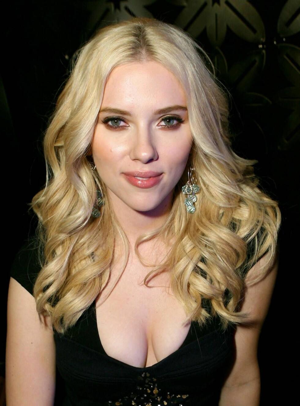GUTT ELLER JENTE: Det er vel ikke mye som tyder på at Scarlett Johansson har maskuline trekk. Eller? Foto: All Over Press