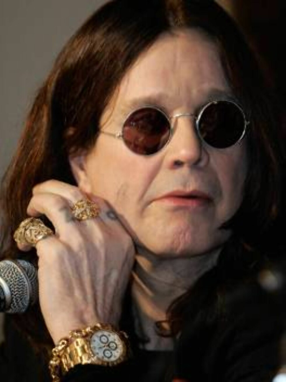 Former Black Sabbath member and hard rock musician Ozzy Osbourne speaks at a press conference in Los Angeles 06 February 2007. Osbourne announced that Ozzfest 2007, the 25-day music festival that tours the country, will be free. The music festival created Foto: Scanpix