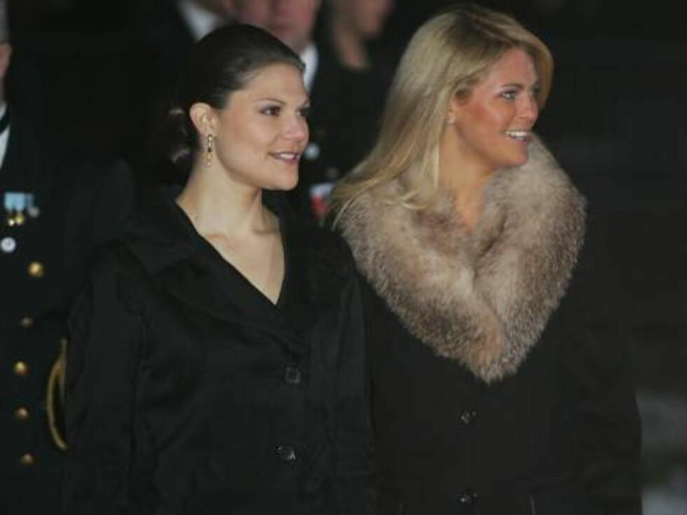 OSLO 20070223: Prinsesse Madeleine og kronprinsesse Victoria (t.v.) ankommer festforestillingen i Oslo rådhus fredag kveld.  Foto: Lise Åserud / SCANPIX       Foto: SCANPIX