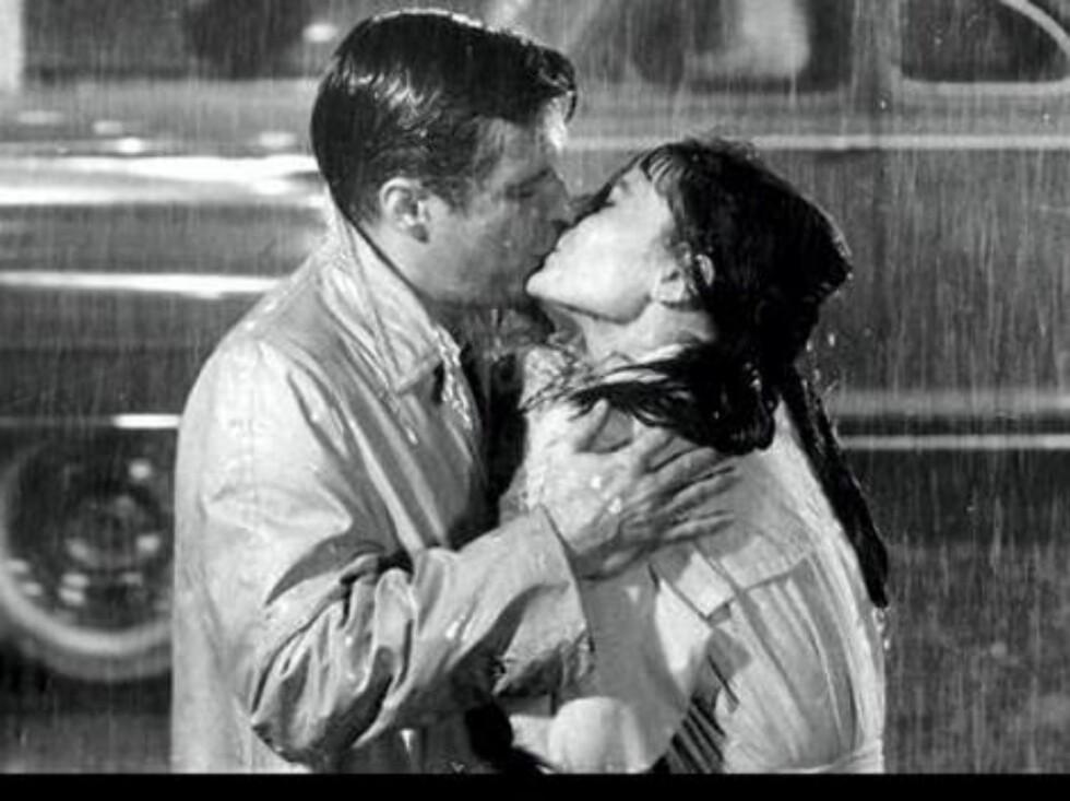 """Audrey Hepburn og George Peppard, 1961 i """"Breakfast at Tiffany's"""". Foto: Filmweb"""
