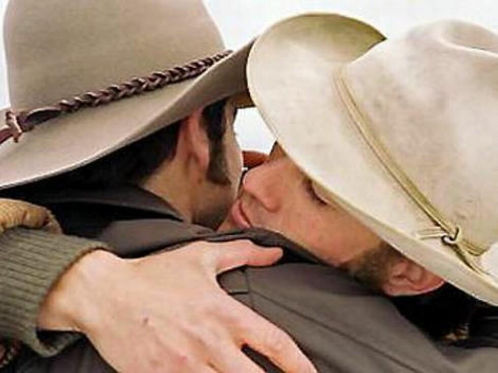 "Heath Ledger og Jake Gyllenhaal i ""Brokeback Mountain"". Foto: Filmweb"