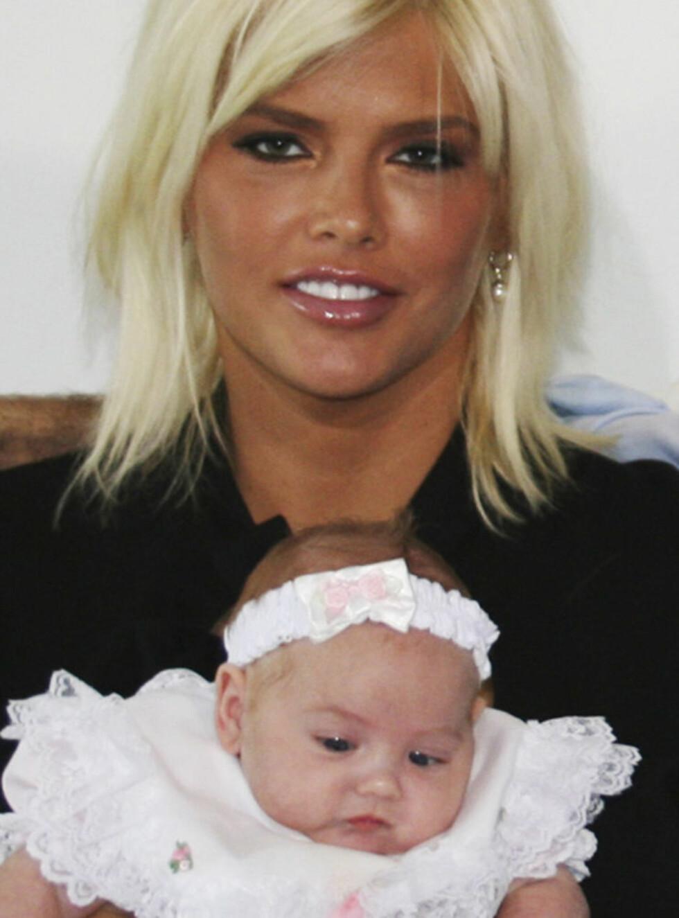 TØFF START: Er Anna Nicoles datter skadd av morens rusmisbruk? Foto: AP