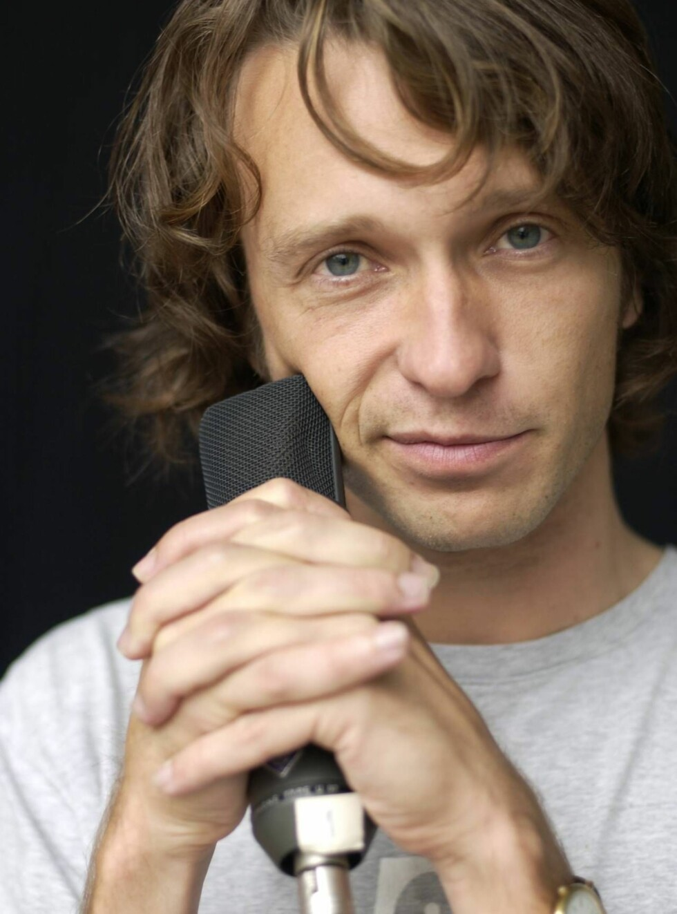 RADIOSTJERNE: Kyrre Holm Johannessen gjør som P3-kollega Marte Stokstad og blir programleder for Idol 2007. Foto: NRK