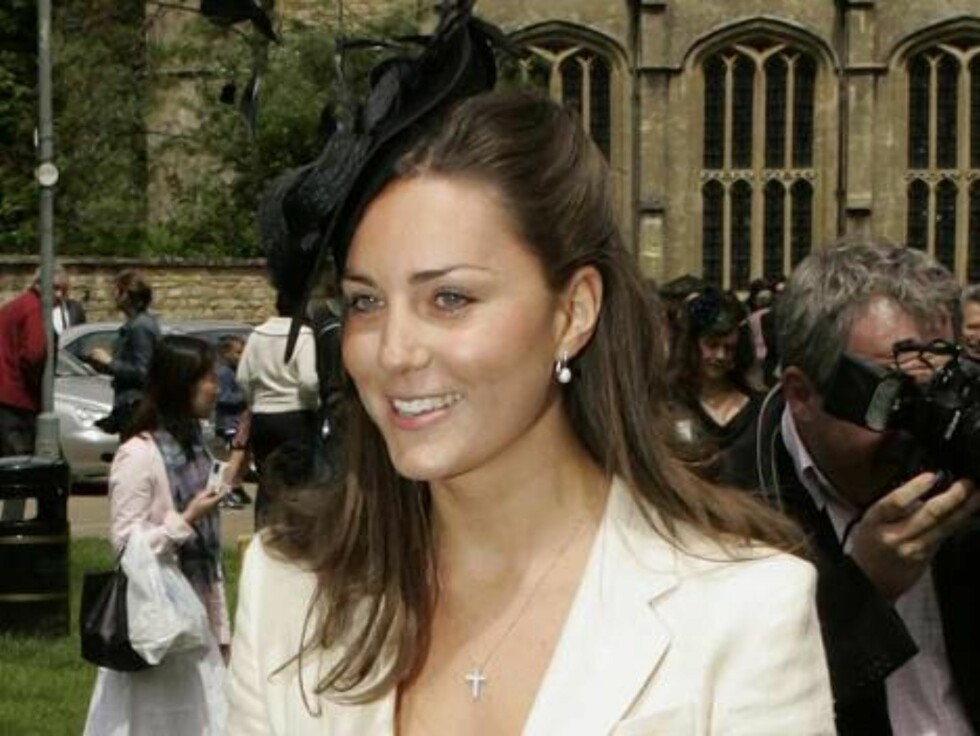 Code: UKXXX8 - 7102-AJ, BURFORD, England, 04.06.2005: KATE MIDDLETON ATTENDS THE WEDDING OF HUGH VAN CUTSEM and ROSE ASTOR AT ST. JOHN THE BAPTIST CHURCH IN BURFORD, OXFORDSHIRE. All Over Press / UK Press / ALL OVER PRESS Foto: All Over Press
