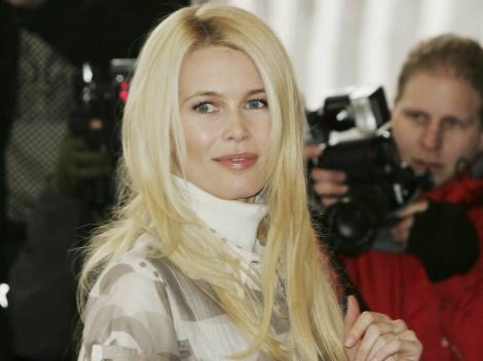 LONDON - JANUARY 23:  Model Claudia Schiffer arrives at the South Bank Show Awards at the Savoy Hotel on January 23, 2007 in London, England.  (Photo by Gareth Cattermole/Getty Images) *** Local Caption *** Claudia Schiffer  * SPECIAL INSTRUCTIONS:  * *OB Foto: All Over Press